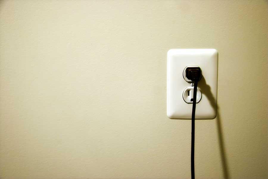 چرا تکنولوژی فست شارژ کاربران موبایل را فریب میدهد؟