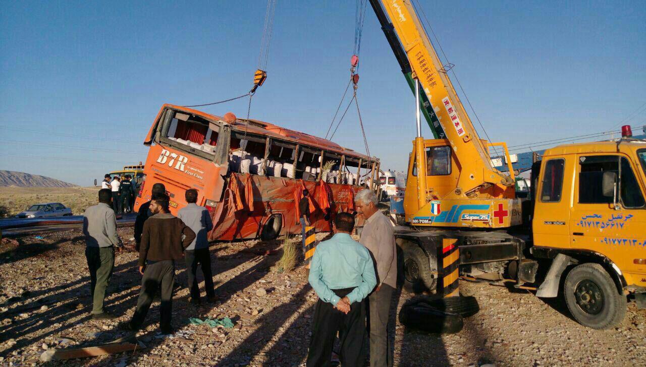 مرگ چهار مسافر در حادثه چپ کردن اتوبوس اصفهان