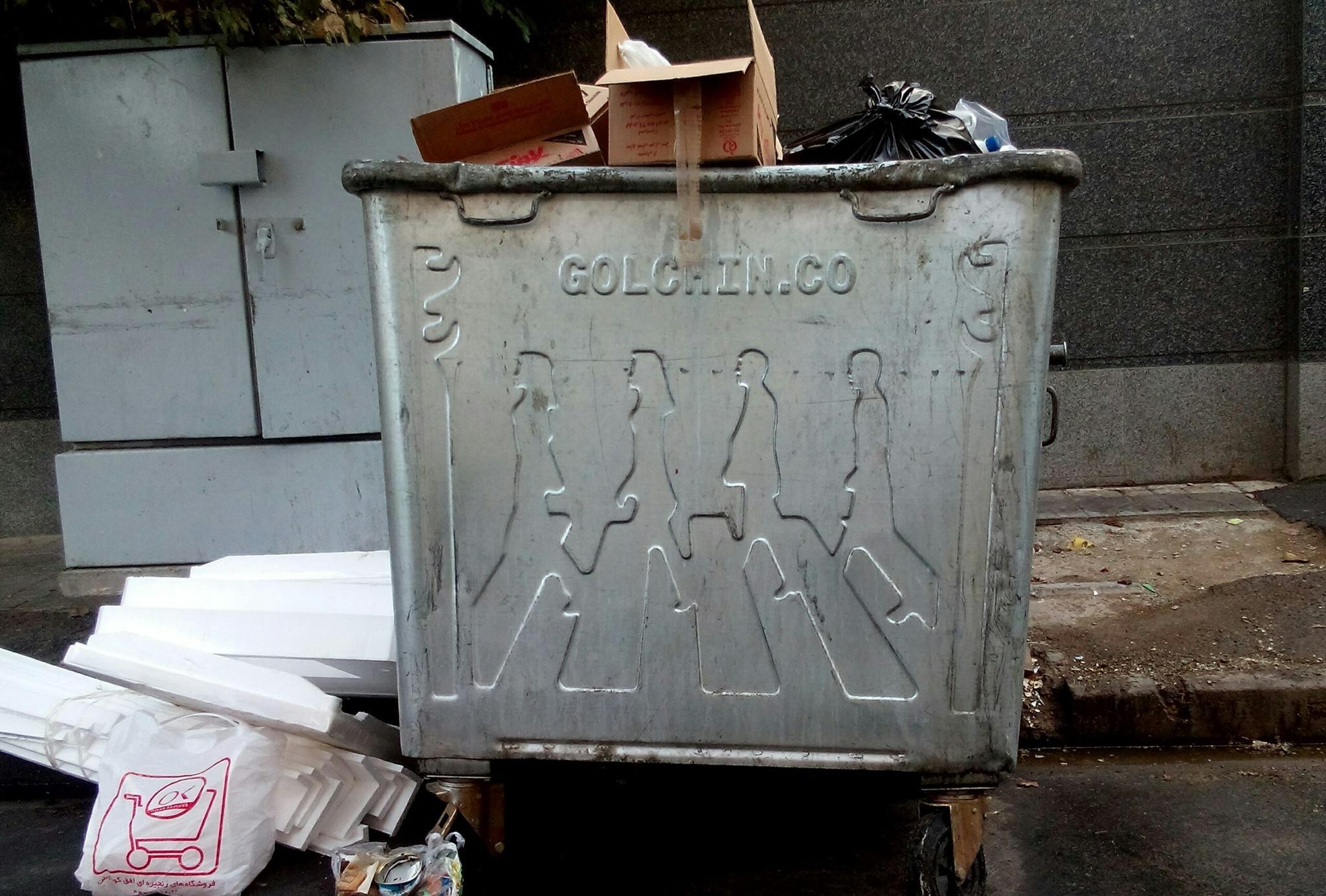 تصویر ماندگار گروه بیتلز روی سطل آشغالهای ایران