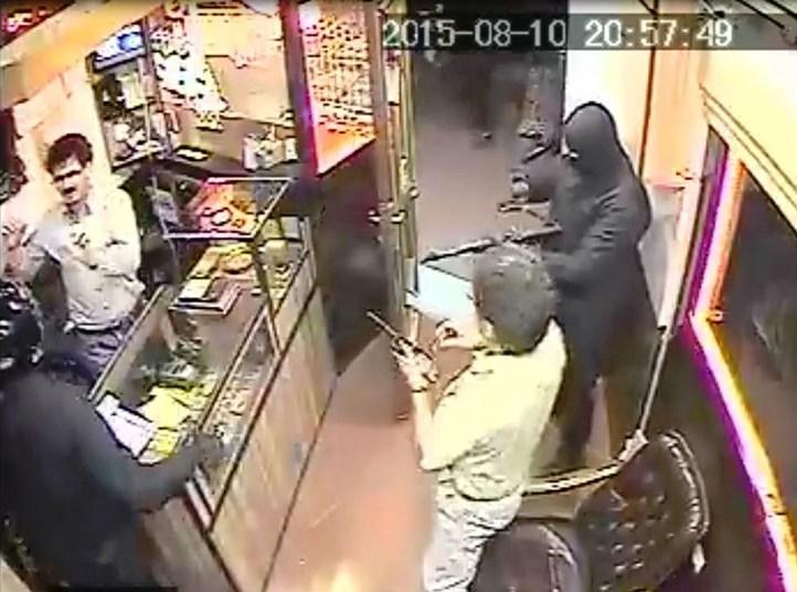تیزهوشی طلافروش مشهدی، دزدان مسلح را فراری داد