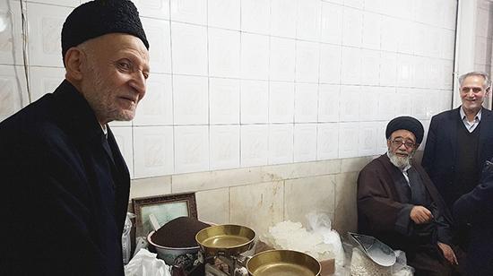 امام جمعه تبریز در مغازه پیرمرد خبرساز این روزها