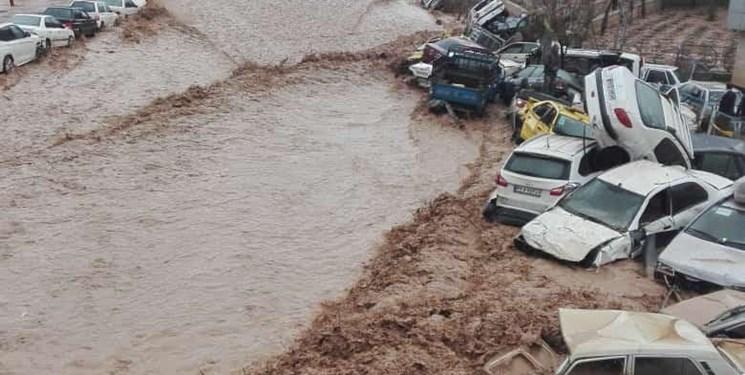 سیلاب ۲۰۰خودرو را در دروازه قرآن شیراز با خود برد