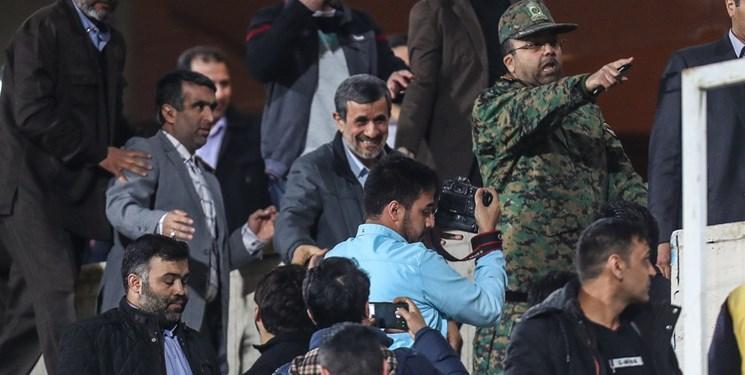 تایید سخنان جنجالی احمدینژاد درباره نقش انگلیس در پیروزی انقلاب