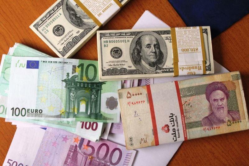 ریزش قیمت دلار در اولین ساعات فعالیت بازار آزاد