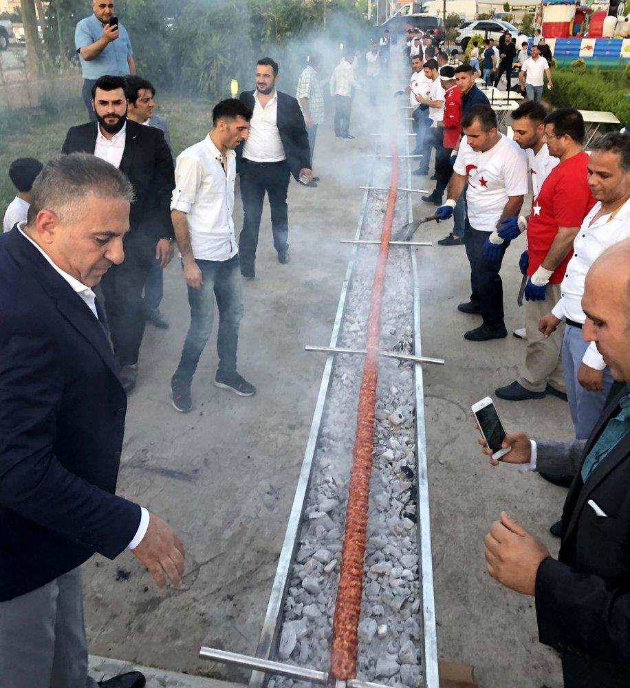 سیخ کباب ۶۰متری در یک عروسی ترکیه
