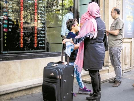 فروش ارز سهمیهای در صرافیهای بانکی متوقف شد