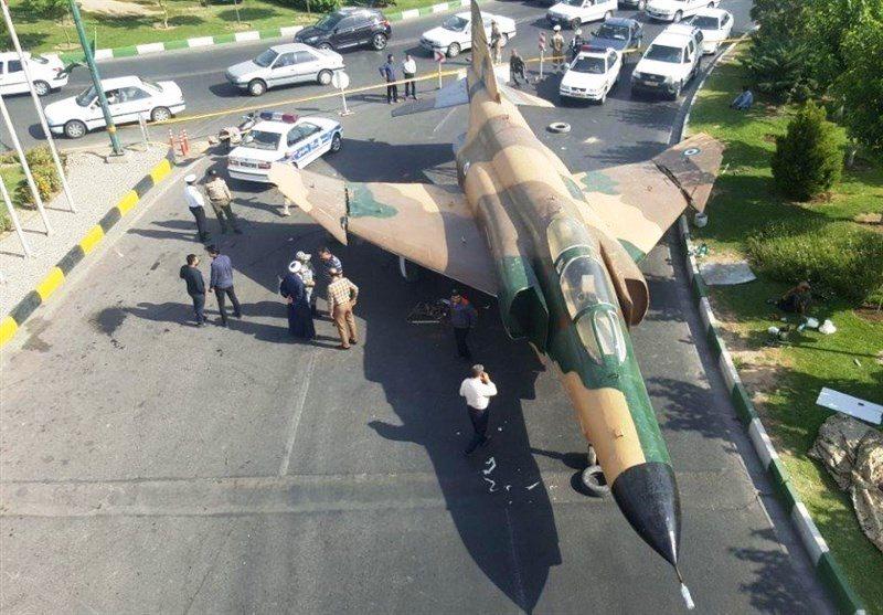 ماجرای فرود هواپیمای جنگی در خیابانهای شهر قم