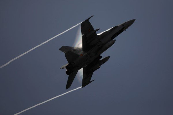 اف- ۱۸ ناتو به هواپیمای وزیر دفاع روسیه نزدیک شد