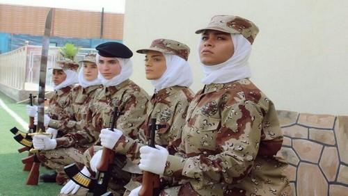 اولین نمایش نظامی زنان در عربستان سعودی