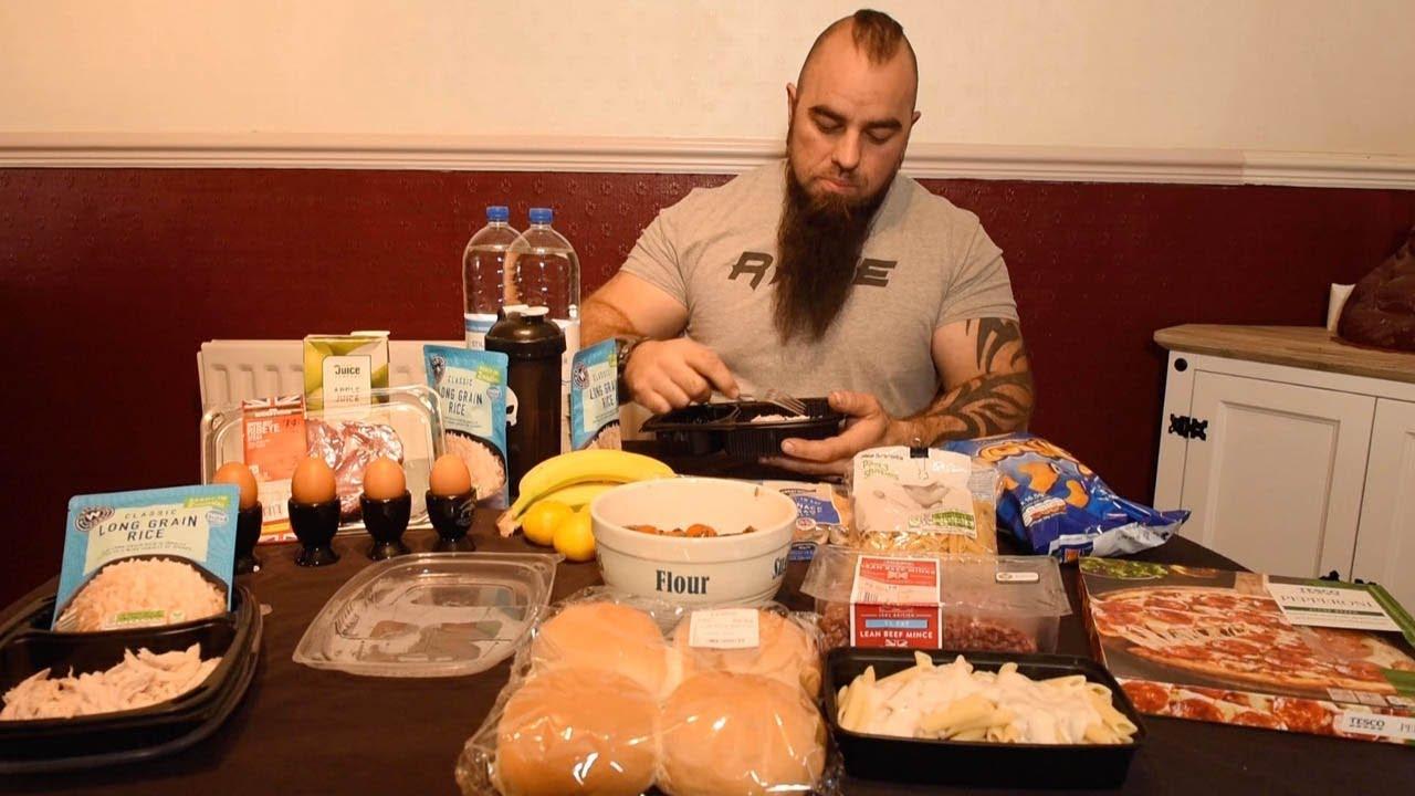 این مرد روزی ۸۵۰۰ کالری مصرف میکند