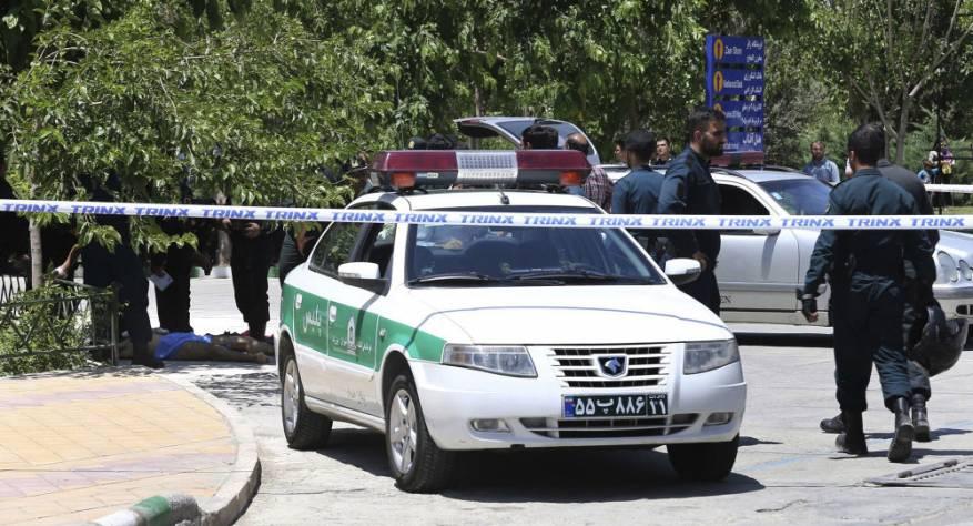 دستگیری یک مرد به دلیل آتش زدن زن در خیابان