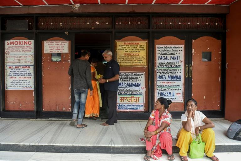 مردم هند: کمتر میخوریم اما به سینما میرویم