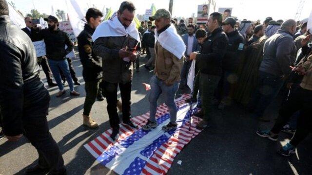 حشد شعبی از معترضان خواست اطراف سفارت آمریکا در بغداد را ترک کنند