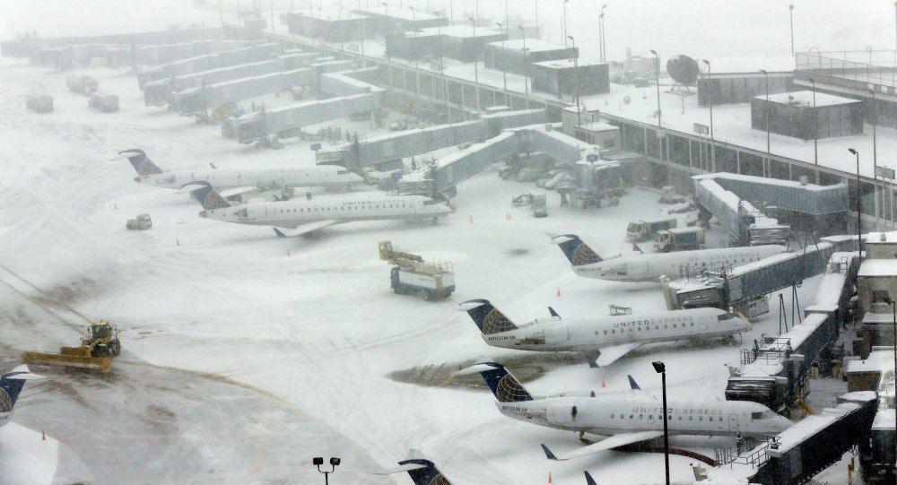 فرودگاه مهرآباد در محاصره برف و یخ؛ پروازها لغو شدند