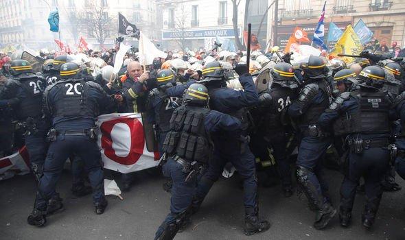 ایران پلیس فرانسه را به خودداری از خشونت فرا خواند
