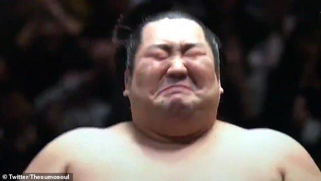 یادآوری سنتی در ژاپن با اشکهای مرد ۱۸۸ کیلویی