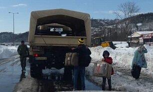 کمکرسانی ارتش به ۸۰ خودروی گرفتار در برف و کولاک