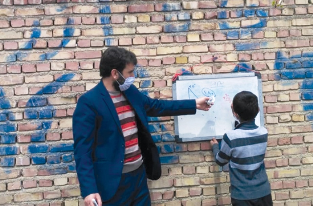 درباره فداکاری و کار ارزشمند معلم روستای گلینقیه