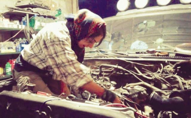 گفتگو با دختر مکانیک ماشینهای سنگین