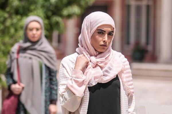 ساناز طاری از ایران رفت و کشف حجاب کرد
