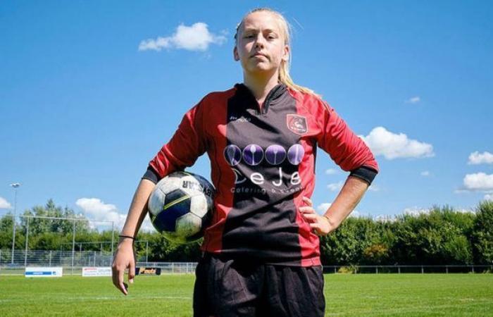 حضور نخستین فوتبالیست زن در تیم مردان