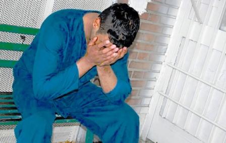 ماجرای اسیدپاشی پسر معتاد روی پدر و مادرش