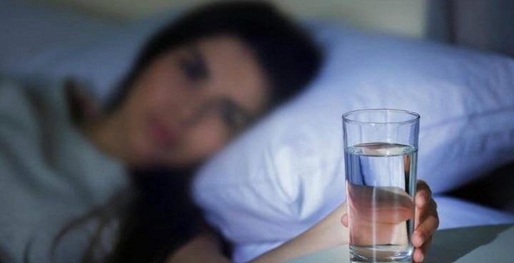 آب خوردن بلافاصله قبل از خواب ممنوع