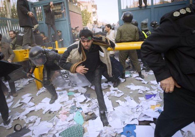 تیر خلاص؛ حمله بهسفارت انگلیس در آذر سال۹۰