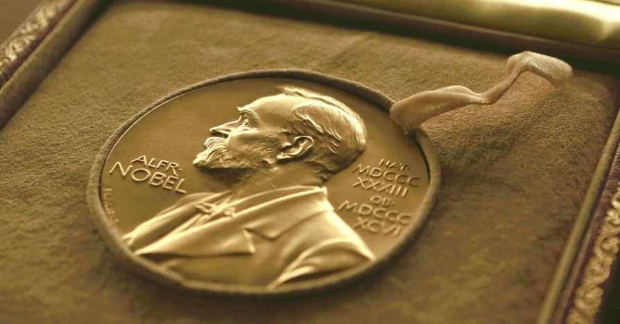 کارسون یا آتوود؛ چهکسی برنده نوبل ادبیات میشود؟