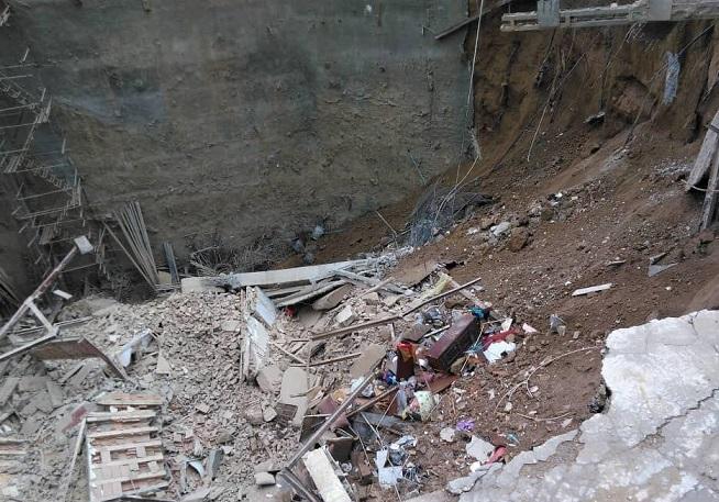 تلاش برای رسیدن به قربانیان حادثه خیابان ابوذر