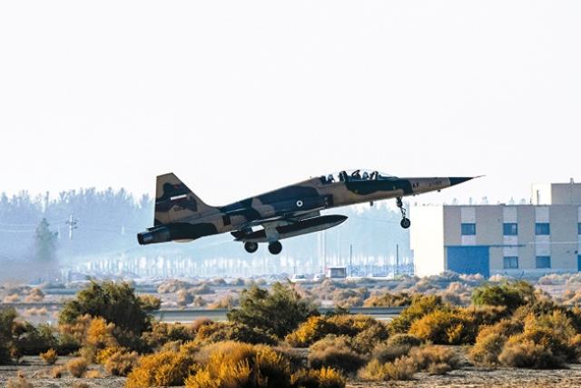 همه جنگندههای ایران؛ از تامکت تا سوخو و صاعقه