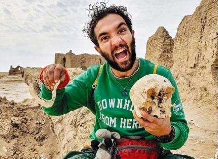جنجال عکاسی با جمجمه تاریخی در بلوچستان