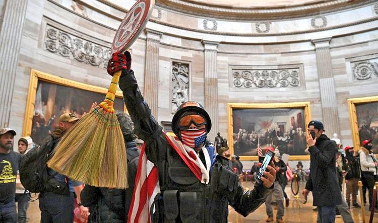 عکس شگفتانگیز؛ فتح کنگره آمریکا با جاروی ایرانی