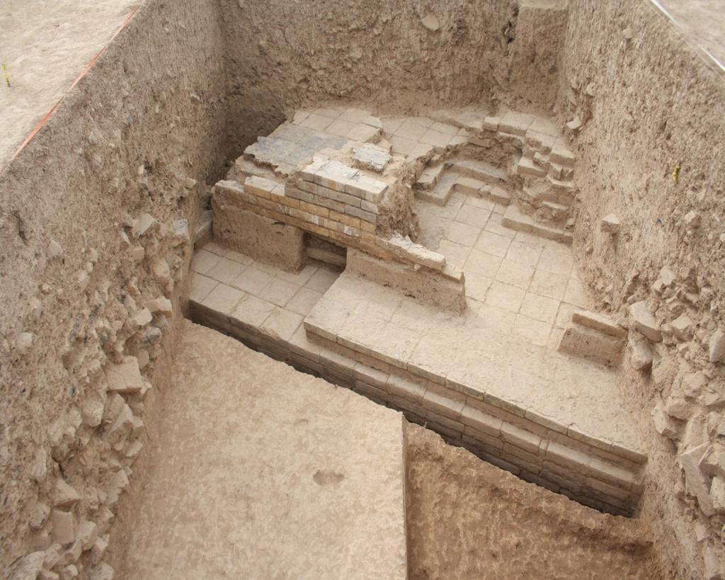 کشف دروازه کوروش در محوطه باستانی تختجمشید