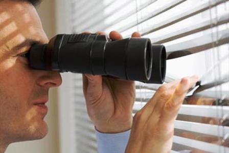 دید زدن خانه همسایه از پشت پنجره جرم است؟