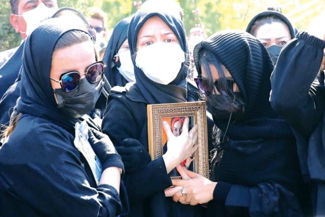 روایتی محتاطانه از مرگ ناگهانی آزاده نامداری