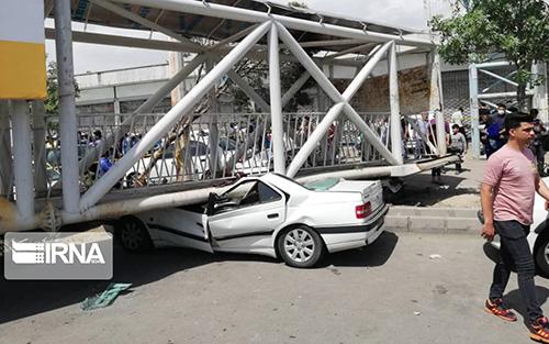 سقوط پل عابر پیاده در شهرستان بهارستان تهران