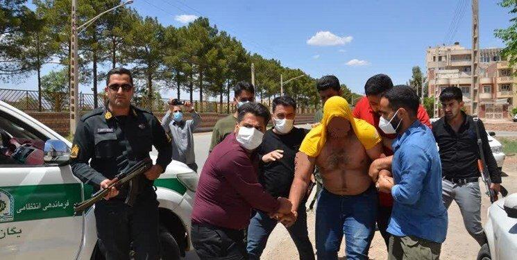عکس | لحظه دستگیری «خرس» توسط پلیس کرمان