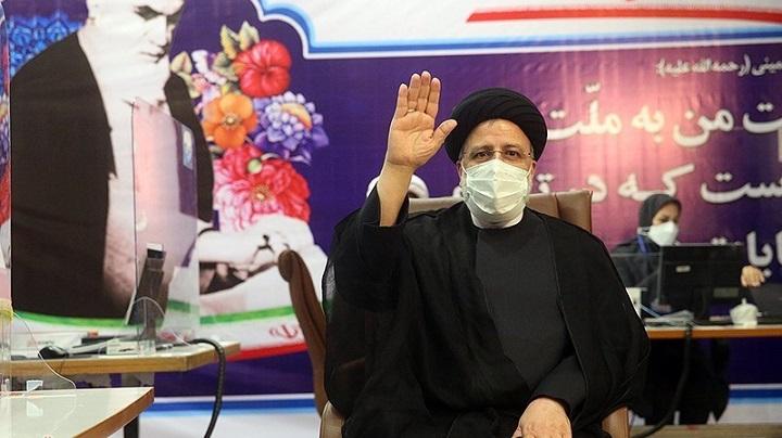 جشنواره انصراف؛ وزرای احمدینژاد پشت رئیسی ایستادند
