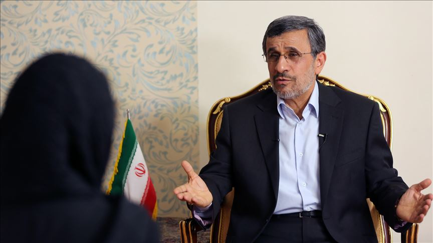 دستیار وزیر اطلاعات: احمدینژاد روند توهمزدایی خود را پیگیری کند