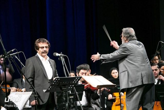 آنالیز  علیرضا افتخاری روی صندلی اجرا