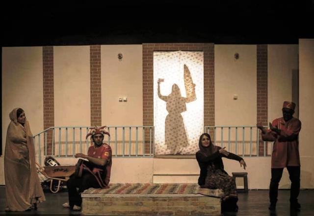 پیشنهاد تئاتر| درباره نمایش خانواده آقای هاشمی
