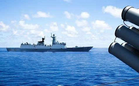 ارتش چین ناو جنگی آمریکا را از دریای چین جنوبی بیرون راند