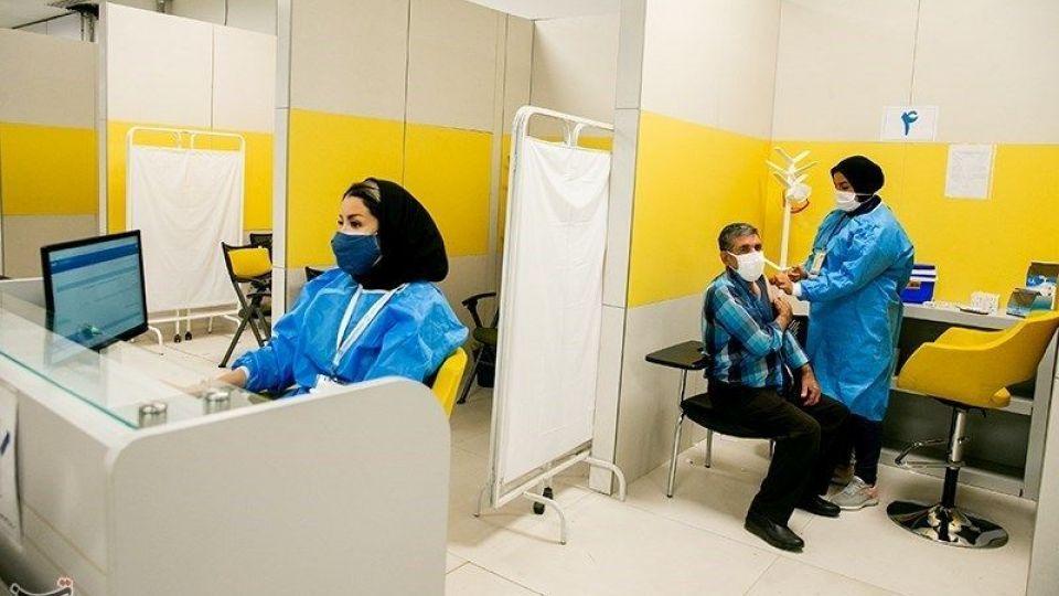 سرعت تزریق روزانه واکسن کرونا در ایران دوباره کم شد