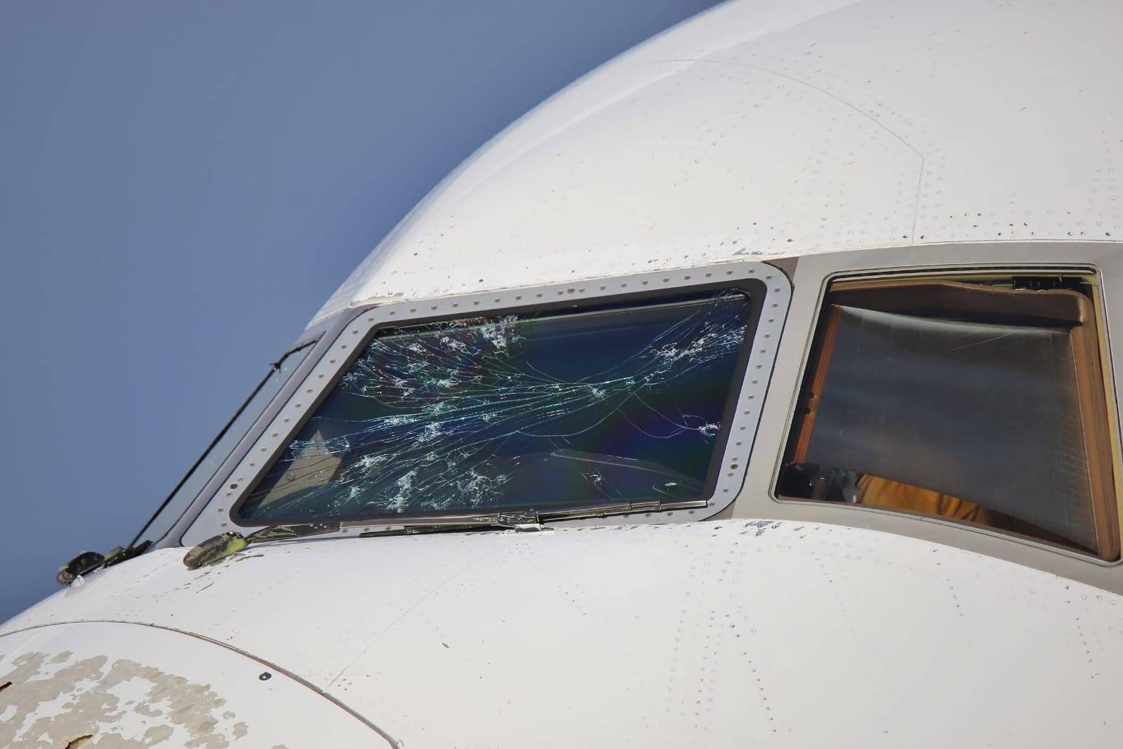 گزارش تصویری | بلایی که طوفان تگرگ سر بویینگ ۷۷۷ آورد