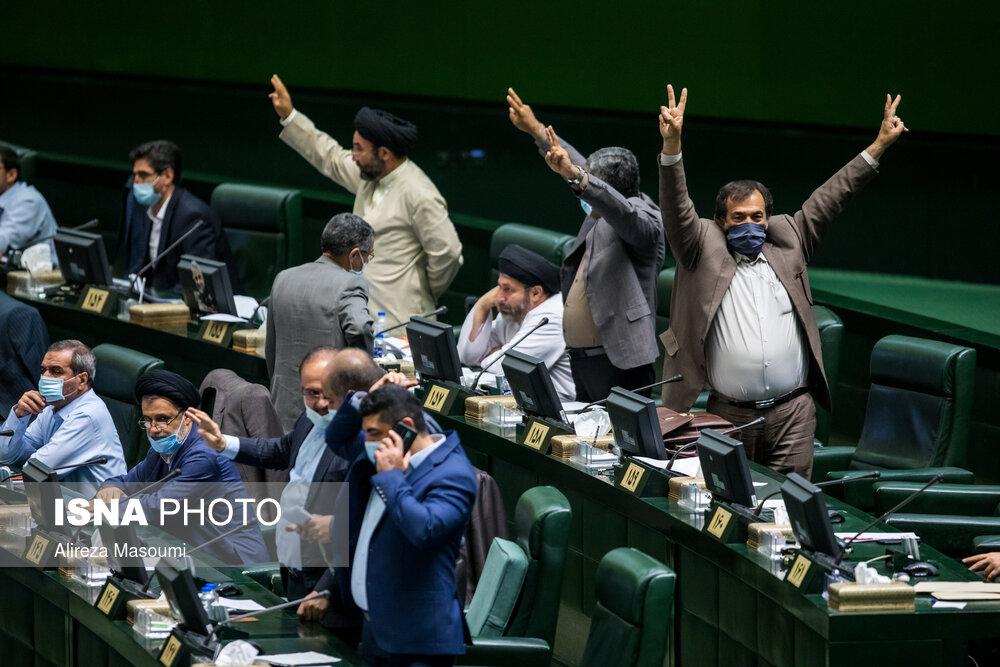 بسته خبری | از قیمت دلار تا شادی نمایندگان موافق تحدید اینترنت