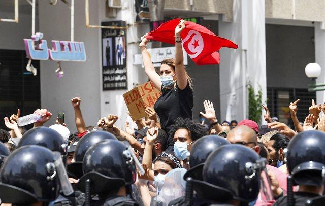 پای اماراتیها به بحران تونس باز شد