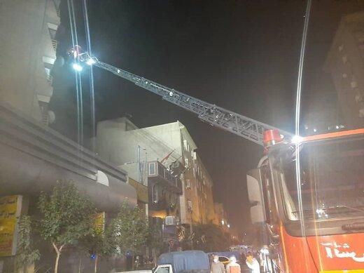 آتش سوزی مجتمع تجاری-مسکونی ۱۷ طبقه در خیابان آزادی