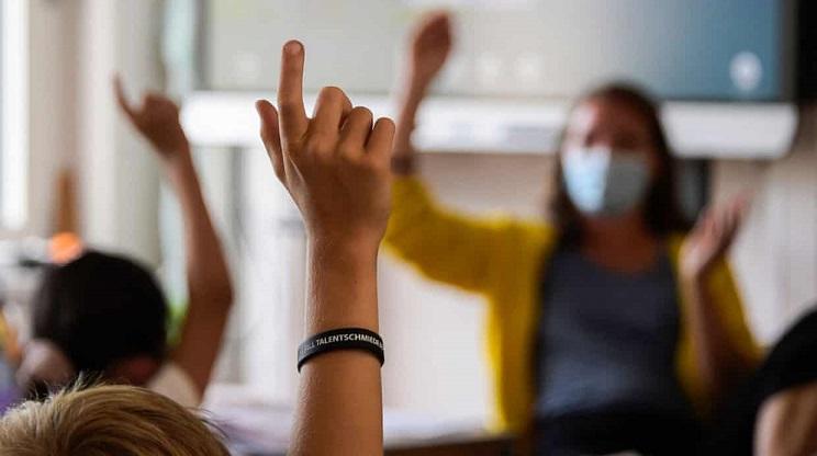 معلم کالیفرنیایی نیمی از شاگردانش را به کرونا مبتلا کرد