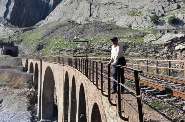 درباره ستایش از پزشکان و حیرت از راهآهن